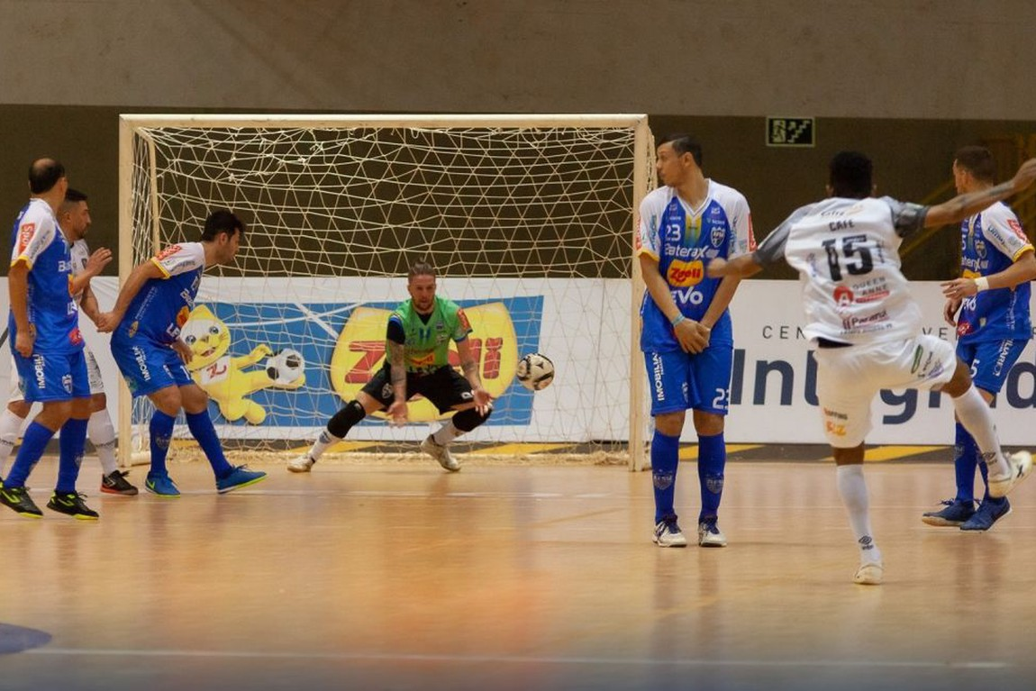 Umuarama Futsal enfrenta Foz pela vaga na decisão do Paranaense