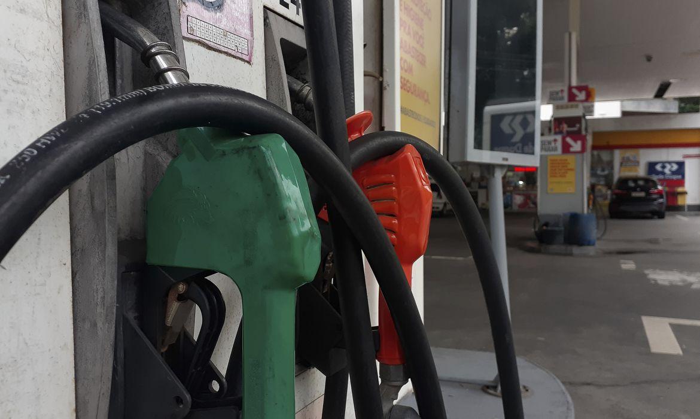 O preço médio da gasolina segue em disparada